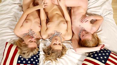 nude lesbians